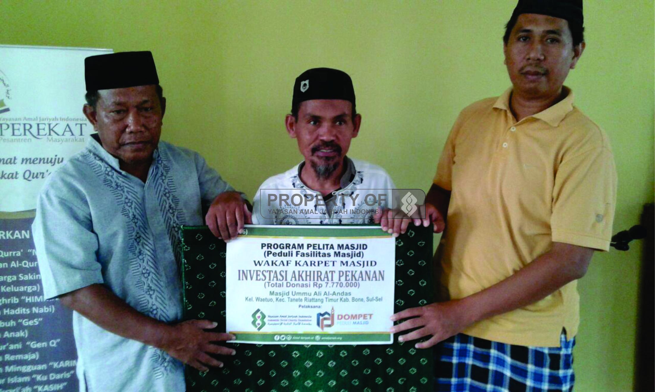 DPM YAJI; Penyaluran Wakaf Karpet untuk Masjid Ummu Ali